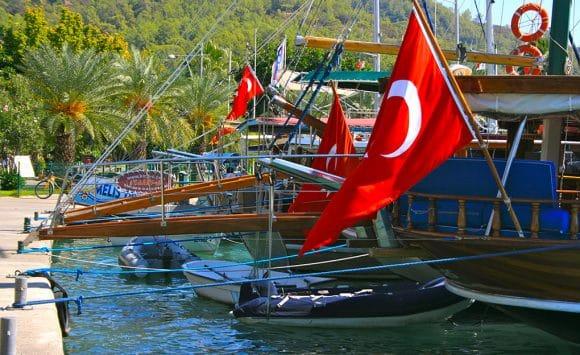 סדנת יוגה בתורכיה עם יעל וליאורה